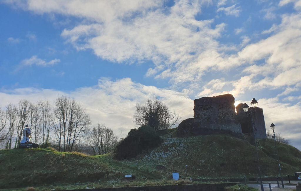 Llandovery statue and castle are an amazing way to learn more about welsh history